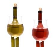 Flaschenwein und -gläser Stockbild