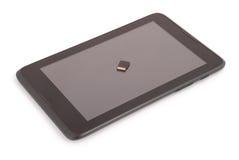 Flash card sul PC della compressa (percorso di ritaglio) Fotografia Stock Libera da Diritti