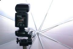 Flash ed ombrello della foto Immagini Stock