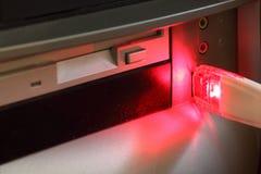 Flash y ordenador del USB Foto de archivo