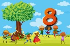 Flashcard numéro 8 avec huit enfants en parc Image libre de droits