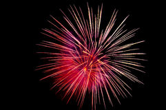 Flashes brillantes de fuegos artificiales celebradores Foto de archivo