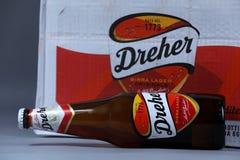 Flaska av öl, isolerat Birra lager, vit bakgrund royaltyfri foto