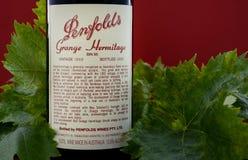 Flaska av australiskt högvärdigt vin, Penfolds lantgårderemitboning Arkivbilder
