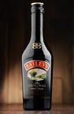 Flaska av borggårdirländarekräm Arkivfoto