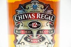 Flaska av Chivas 12 år kunglig whisky Arkivfoton