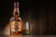 Flaska av Chivas Regal 12 blandad skotsk whisky Royaltyfri Foto