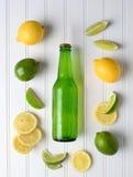 Flaska av citronlimefruktsodavatten Arkivfoto