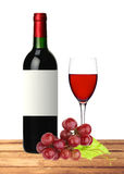 Flaska, exponeringsglas av rött vin och druva på trätabellen Royaltyfri Foto