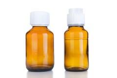 Flaska för två medicin av brunt exponeringsglas eller plast- som isoleras på vit Royaltyfria Foton
