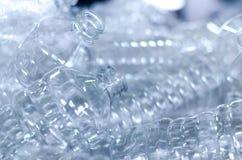 Flaska Industriell produktion av plast-husdjurflaskor Fabrikslinje för fabriks- polyetylenflaskor Genomskinlig matpackag royaltyfri fotografi