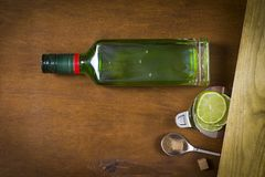 Flaska med absint Arkivbild