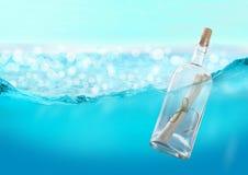 Flaska med ett meddelande Arkivbilder