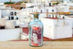 Flaska med femtio pund tecken inom Royaltyfria Bilder