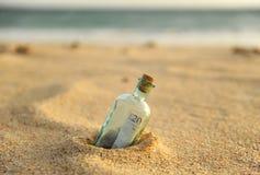 Flaska med tjugo pund tecken inom Royaltyfria Bilder