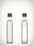 Flaska med vatten som isoleras på en vit bakgrund Arkivfoton