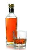 Flaska och ett exponeringsglas av konjak Royaltyfri Fotografi