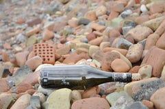 Flaska vid havet Royaltyfria Foton