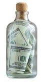 Flaskan fyllde med dollar Arkivbilder