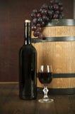 flaskexponeringsglas ställde in vit wine sju sex Royaltyfri Bild
