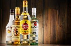 Flaskor av berömda globala rommärken Arkivfoton