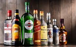 Flaskor av blandade globala starkspritmärken Arkivfoto