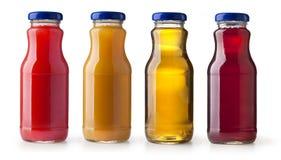 Flaskor av fruktsaft Arkivfoto