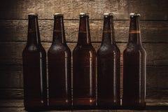Flaskor av kallt öl Royaltyfri Fotografi
