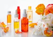 Flaskor av nödvändiga aromatiska oljor Royaltyfria Foton