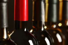 Flaskor av olika viner Dyr samling arkivbild
