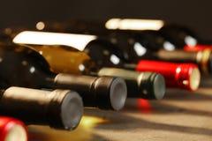 Flaskor av olika viner Dyr samling royaltyfria foton