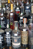 Flaskor av port Arkivfoton