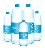 Flaskor av vatten. Fotografering för Bildbyråer