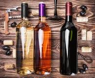 Flaskor av vin och olik tillbehör Royaltyfri Bild