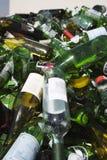 Flaskor i en återvinningsanläggning Arkivfoto