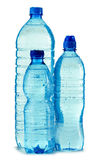 flaskor isolerad mineralisk plastic vattenwhite Arkivfoto