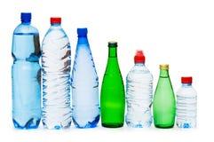flaskor isolerat vatten Arkivfoto