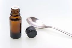 Flaskor med den svarta skruv-överkanten för en medicin Fotografering för Bildbyråer