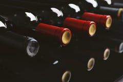 Flaskor med läckert vin royaltyfria bilder