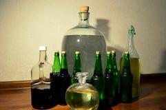 Flaskor med olika flytande Fotografering för Bildbyråer