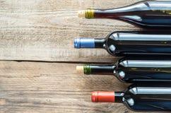 Flaskor med rött vin Fotografering för Bildbyråer