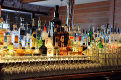 Flaskor på en stång Arkivfoton