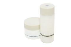 flaskor som fäster kosmetisk white för lotionbanaw ihop Arkivbilder