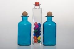 Flaskorna och deras glass trasparency Arkivfoton