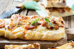 Flat bread with bacon, cauliflower, cheese Stock Photography