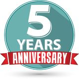 Flat design 5 year anniversary label with red ribbon, vector ill. Ustration Stock Photography