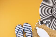 Free Flat Lay With Summer Accessories For Woman. Sun Hat, Sunglasses, Sunscreen Protection, Flip Flops And Bag. Summer Travel, Stock Image - 180250251