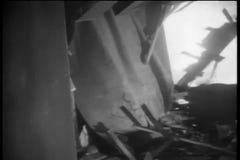 Flat tijdens aardbeving wordt vernietigd die stock video
