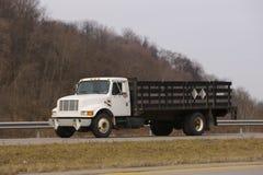 flatbed ciężarówka. Zdjęcie Stock