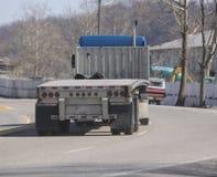flatbed ciężarówka. Obrazy Stock
